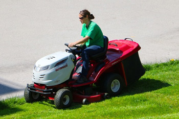 Lawn mowing service in Waterford WI
